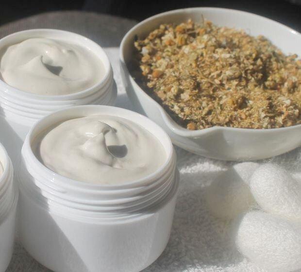 Crema hidratanta ten sensibil, uscat- cu musetel si tamaie