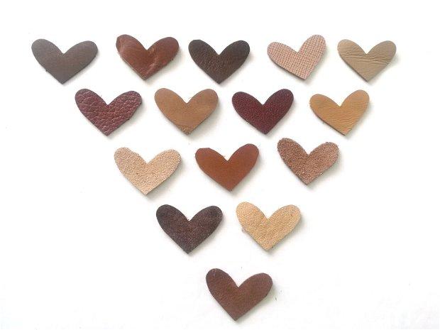 Lot 15 inimioare decupate din piele naturala