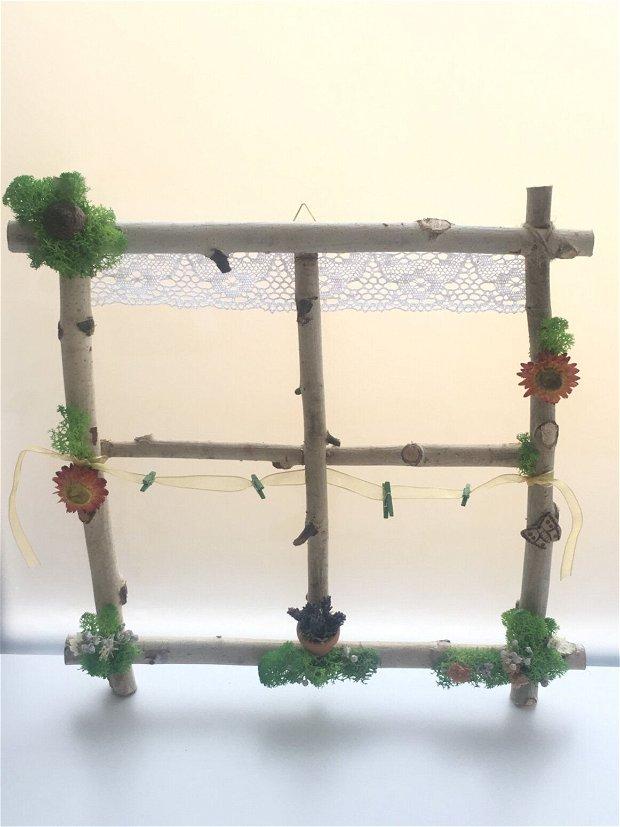 Rama foto rustica-fereastra din crengi mesteacan înfrumusețată cu licheni stabilizati, flori uscate, lavanda, ghinda