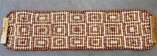 bratara vinage tip manseta, tesuta din din margele de nisip aurii, argintii si ciocolatii, cu model geometric