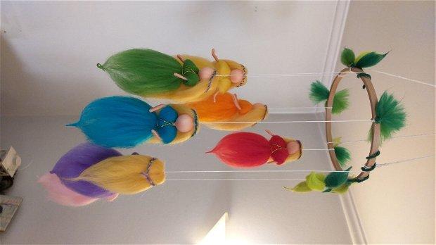 Zânele curcubeu - Carusel vesel si colorat.
