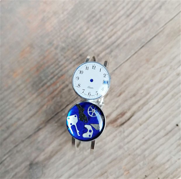 Brățară cu piese de ceas fixate în rășină