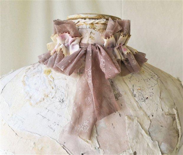 Guler/choker/colier textil cu picturi in stil acurela, Guler incretit din tulle si satin pictat, guler statement, Choker handmade unicat