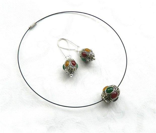 Set butoiaşe argintii cu caboşoane din agat multicolor