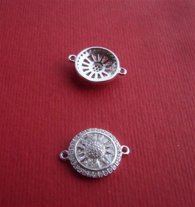 Link din argint .925 rodiat cu zirconii aprox 4x13x17.5 mm (cu anourile)