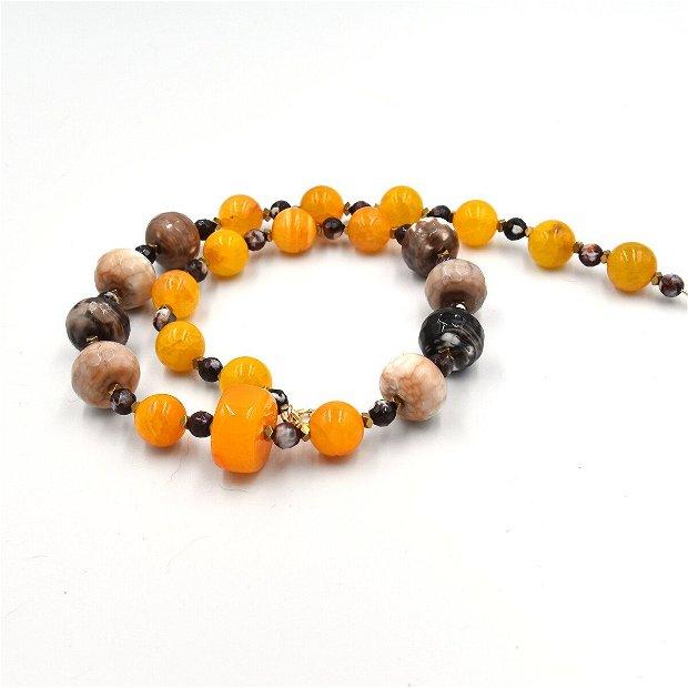 Set de bijuterii  compus din colier și cercei cu agate naturale și distanțiere de hematit auriu