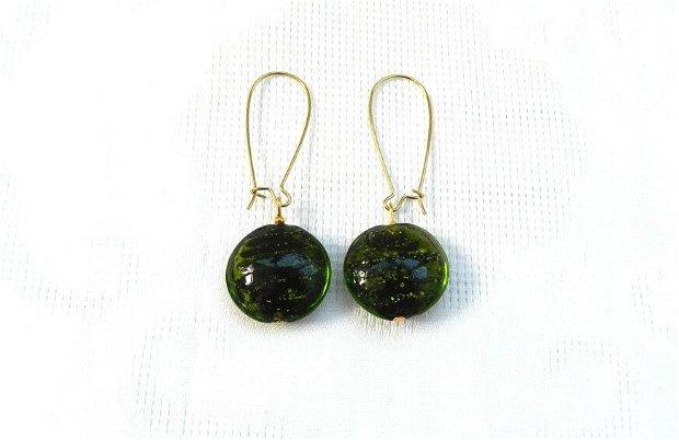 Cercei bănuţi din sticlă lampwork verde crud cu interior auriu