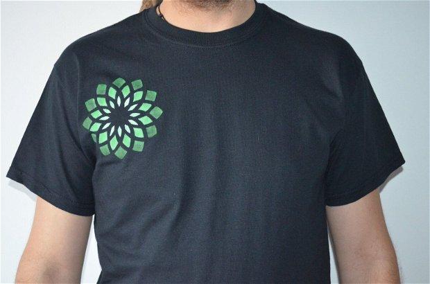 Tricou pictat Manual - Floarea sacră Verde - Floarea vieții