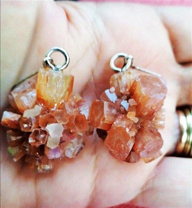 Set unicat format din cercei și pandantiv, din cristale de aragonit