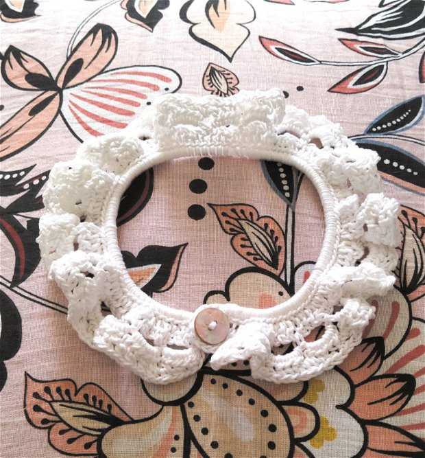 Guleras alb crosetat