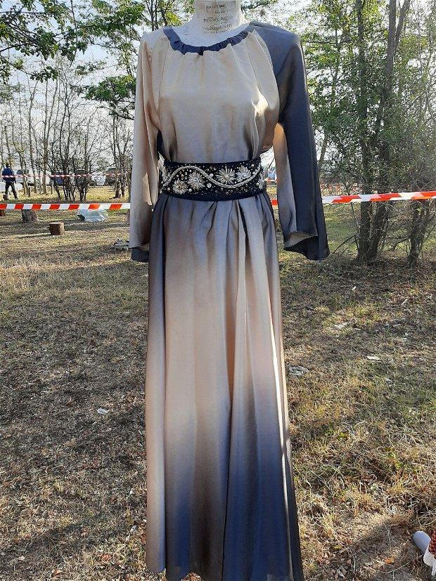Rochie(fustă și bluza) cu brâu brodat manual