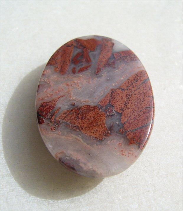 Cabochon jasp rosu aprox 31x22x6 mm