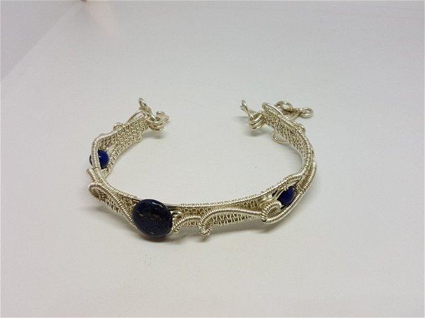 Bratara unicat , bratara din sarma argintata , bratara cu lapis lazuli.