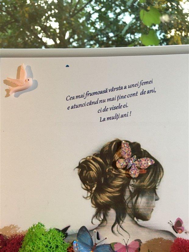 Tablou cu licheni, femeie, cu fluturi si flori