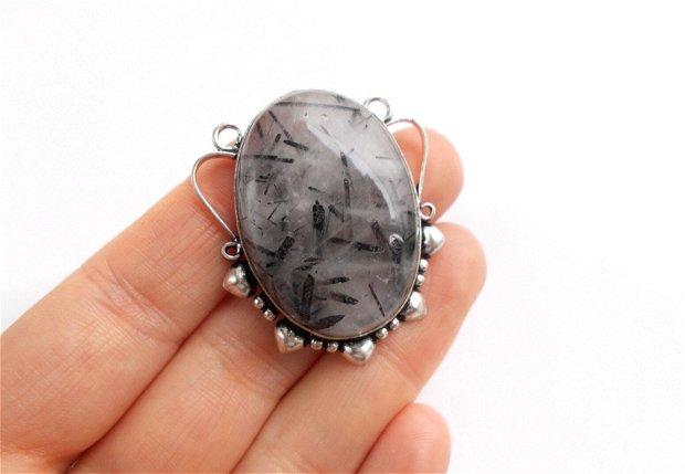 Pandantiv quartz turmalinat in rama argintata