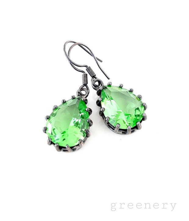 Cercei argintați cu cristale verde-peridot