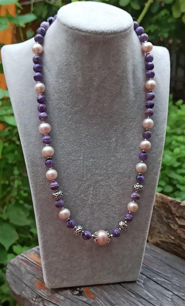 Colier cu pietre naturale de charoit și perle de cultura