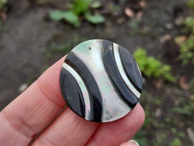 Pandant  shell