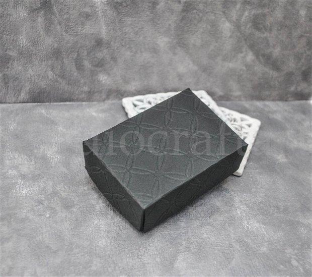 Cutie neagra cu capac decorativ