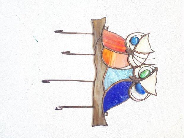 Bufnite vitraliu cuier