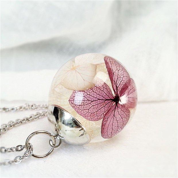 Hortensie 25mm, Pandantiv cu flori uscate presate hortensii roz mov, plante in rasina, medalion sfera cu flori