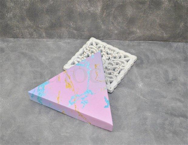 Cutii triunghiulare, 2 marimi