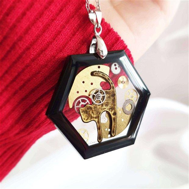 Lant Inox si pandantiv pisica cu piese de ceas in rasina, bijuterie steampunk