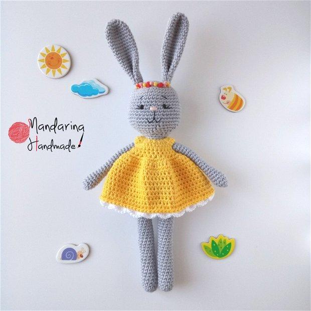 Jucărie croșetată iepuraș cu rochiță