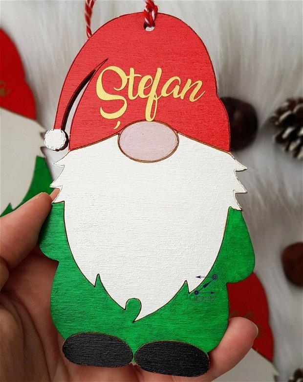 Gnom cu nume, ornament gnom cu nume, ornament gnom personalizat, ornament pitic craciun, glob gnom cu nume, gnom Mos Craciun, ornament brad gnom