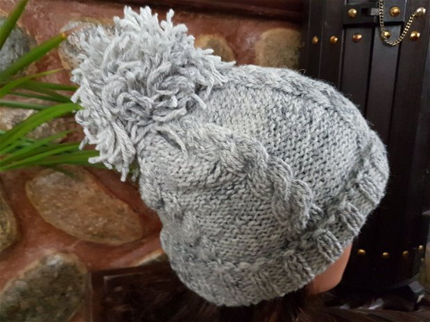 Caciula tricotata,Caciula din lana,Caciula cu pompom.