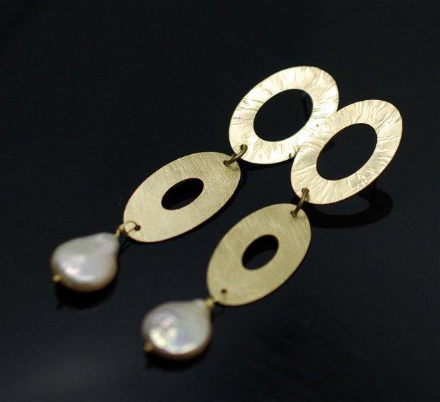 Cercei texturati din alama  si perle baroc cu tija din argint, cercei statement