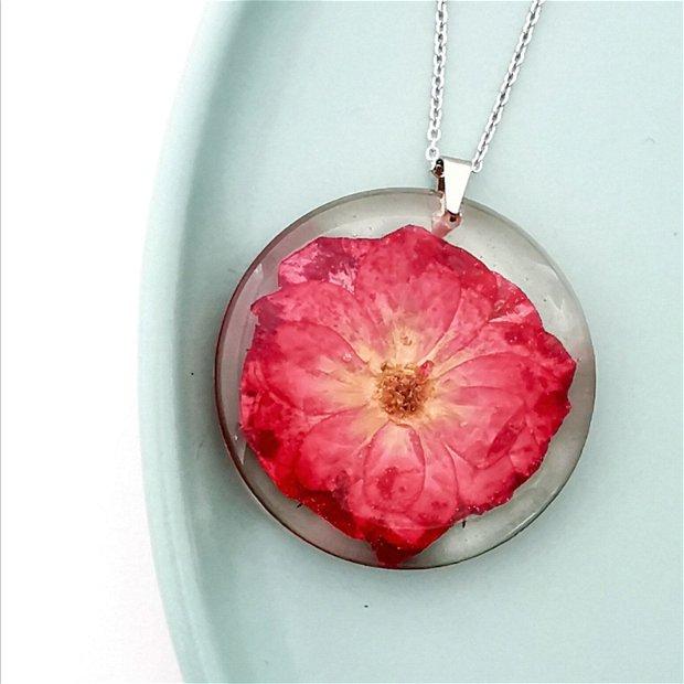 "Colier din argint rodiat cu un trandafir natural ""Te iubesc!"""