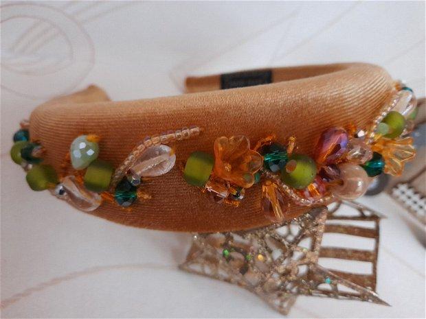 Coronita /diadema/ cordeluta cristale fatetate si accesorii metalice model 1