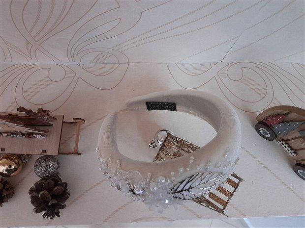 Coronita /diadema/ cordeluta cristale fatetate si accesorii metalice model 2