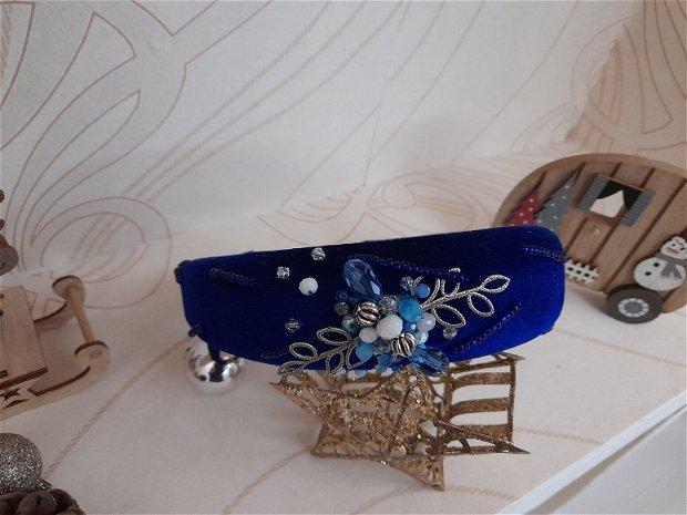 Coronita /diadema/ cordeluta cristale fatetate si accesorii metalice model 4