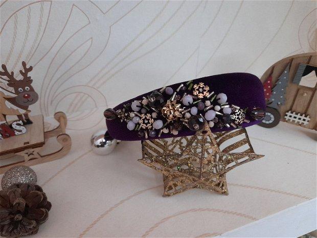 Coronita /diadema/ cordeluta cristale fatetate si accesorii metalice model 7