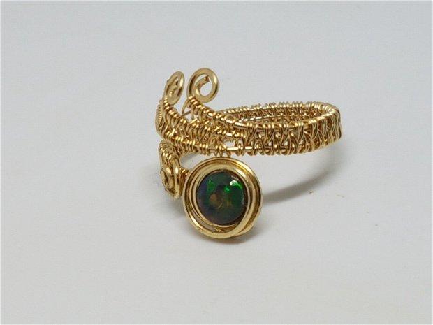 Inel din aur filat , inel reglabil, inel cu opal etiopian negru,