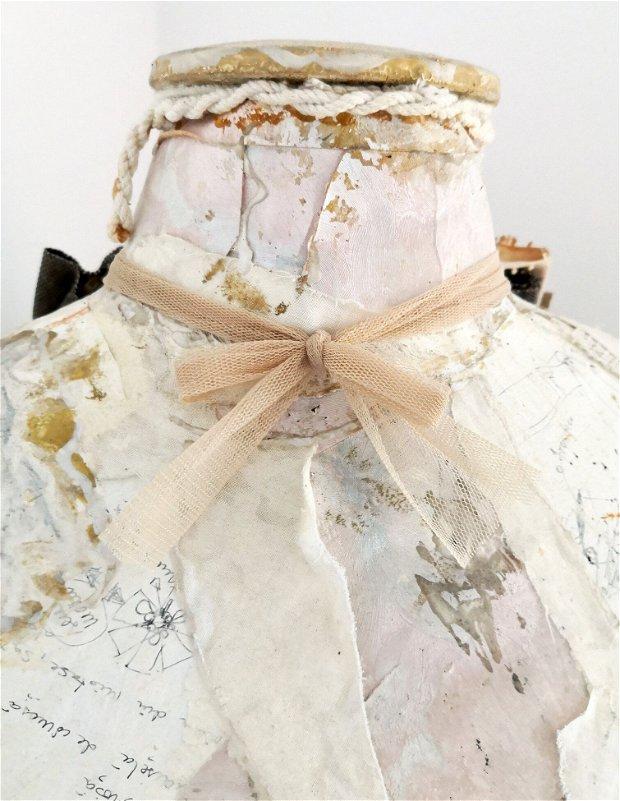 Jabou/Guler/Colier din colaje textile de dantela si tulle cu portret original de Elyseeart