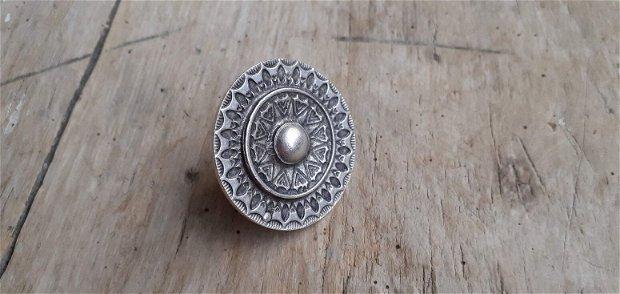 Inel zamac argintat, reglabil - platou 38 mm