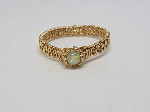 Inel aur cu opal etiopian