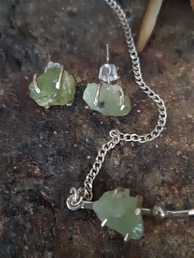 Colier din argint cu piatra bruta de peridot