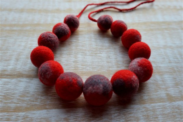 Colier Red and Gray II