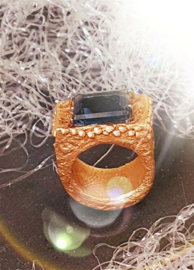 inel unicat, model royal, din bronz auriu cu cristal dreptunghiular Swarovski albastru