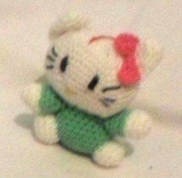Hello Kitty cu rochita verde 10 cm