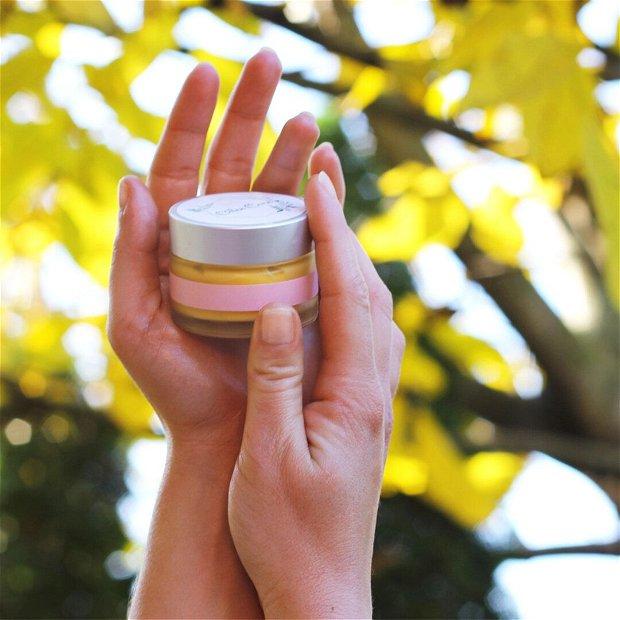Balsam intens hidratant pentru mâini uscate cu ulei de Cânepă, Mușețel & Lanolină