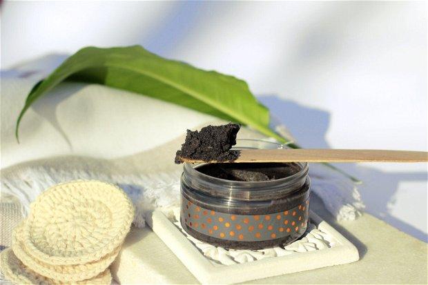 Mască facială exfoliantă cu Cărbune & Hibiscus