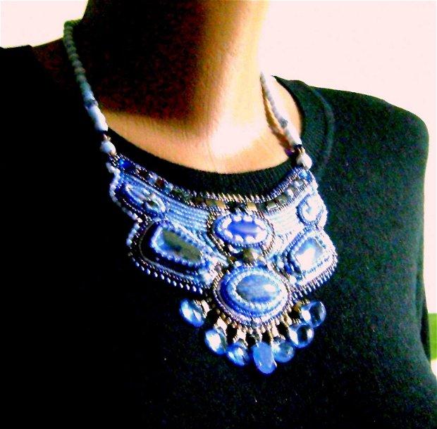 Oferta / Lapis Lazuli , calcedonii - colier brodat, antichitati recreate