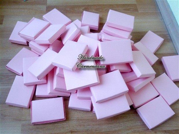 Cutii  roz