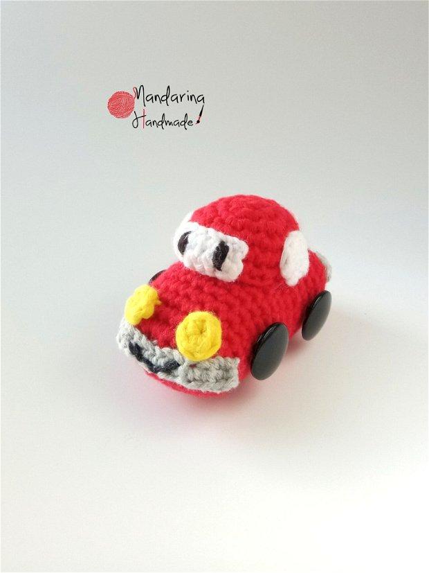 Jucărie croșetată mașinuță