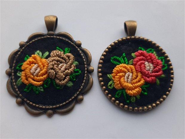 Mărțișor pandant/colier bronz cu broderie matase